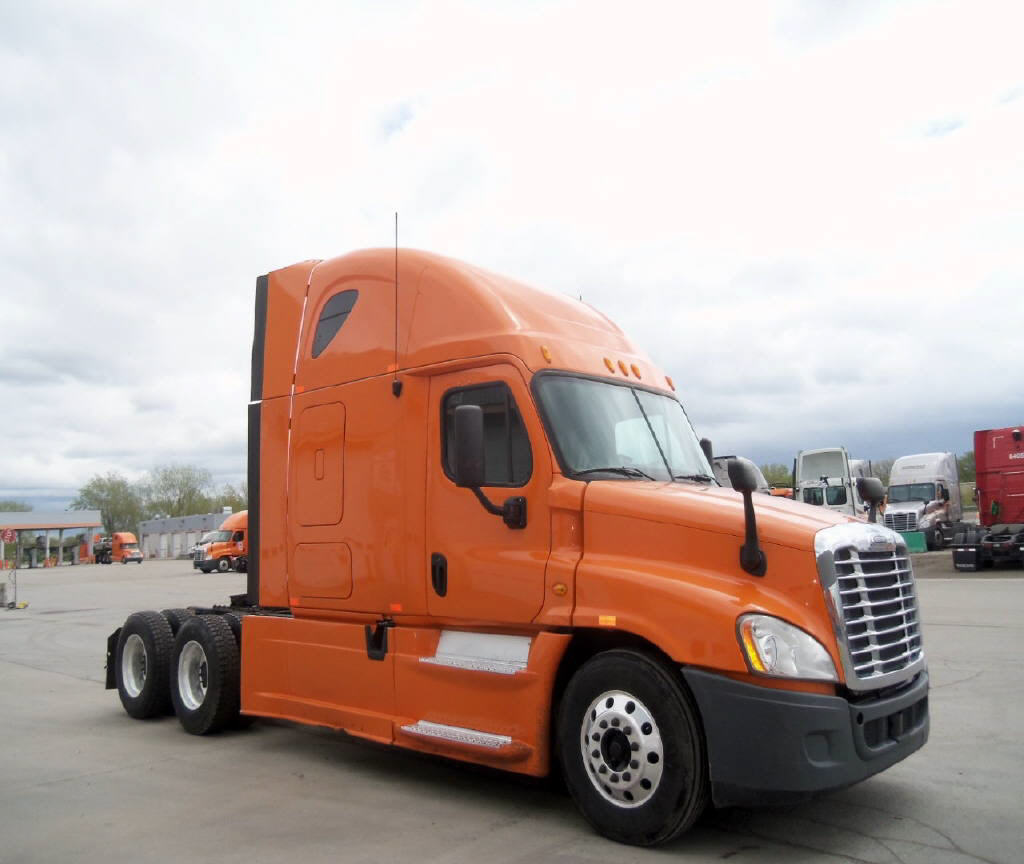 USED 2013 FREIGHTLINER CASCADIA SLEEPER TRUCK #80943