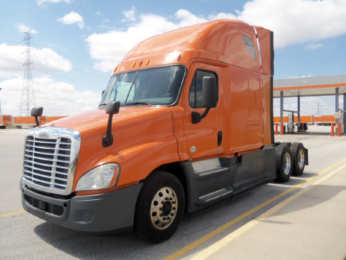 USED 2014 FREIGHTLINER CASCADIA SLEEPER TRUCK #122633