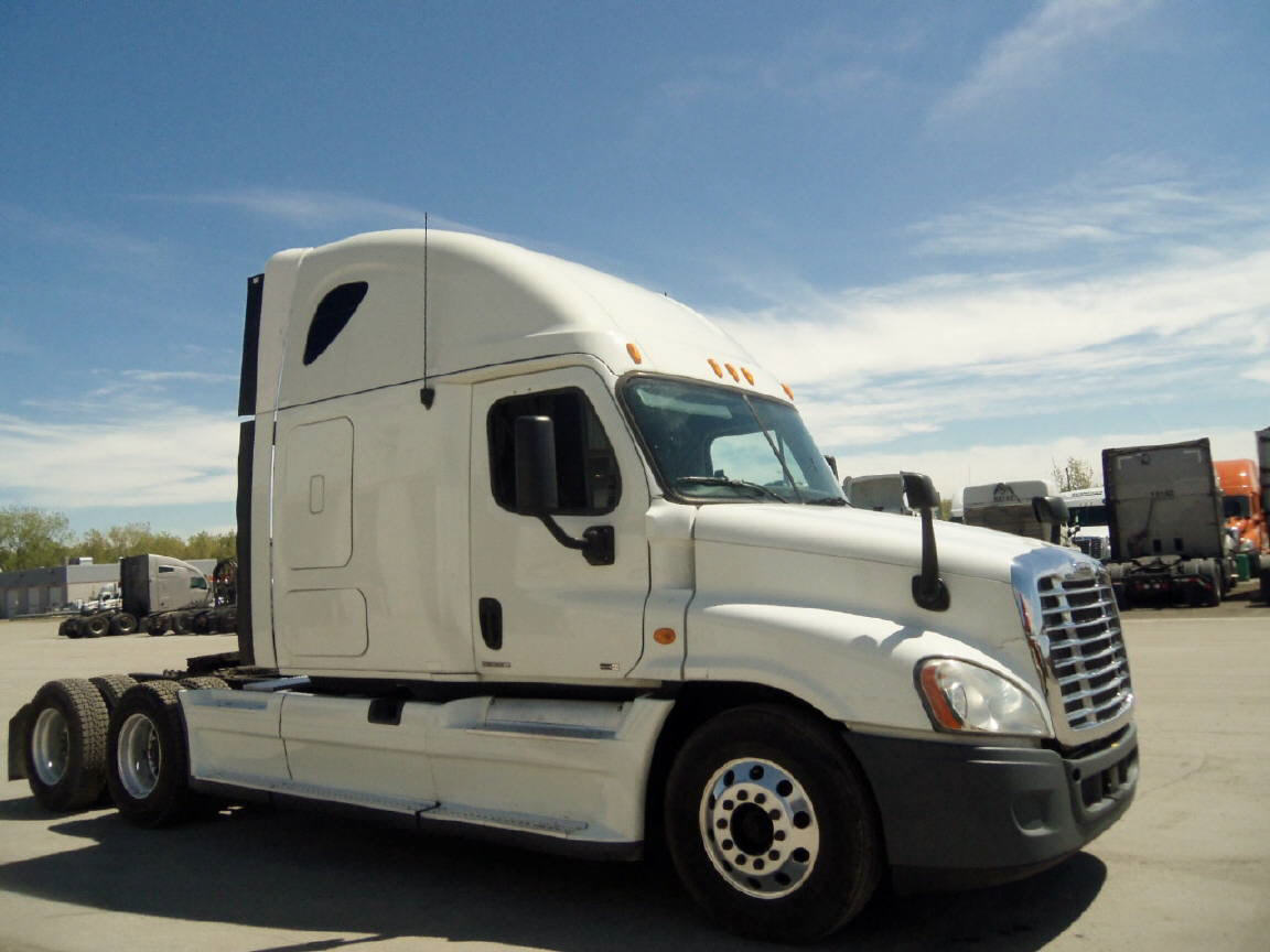 USED 2012 FREIGHTLINER CASCADIA SLEEPER TRUCK #83184