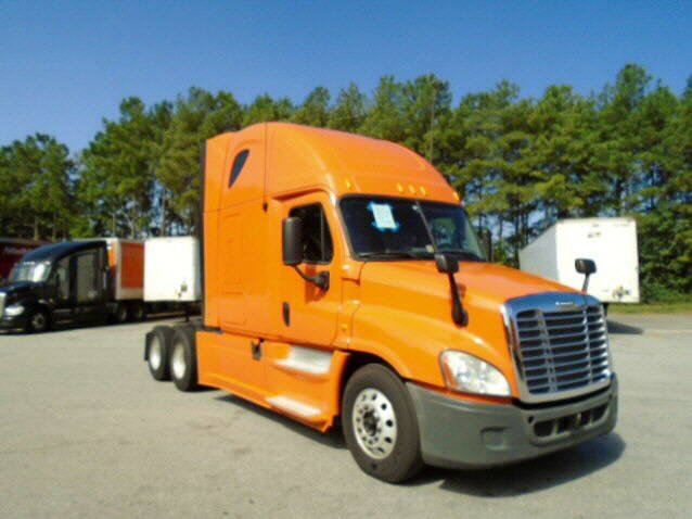 USED 2013 FREIGHTLINER CASCADIA SLEEPER TRUCK #94229
