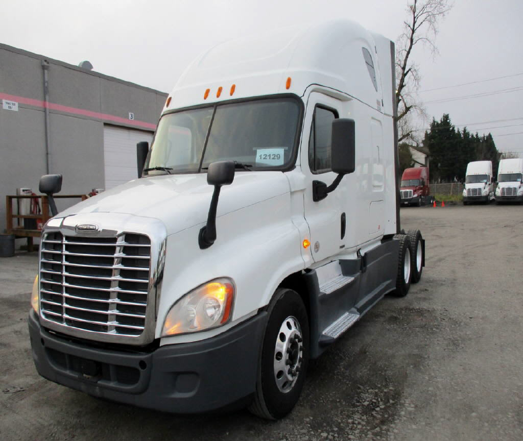 USED 2014 FREIGHTLINER CASCADIA SLEEPER TRUCK #118121