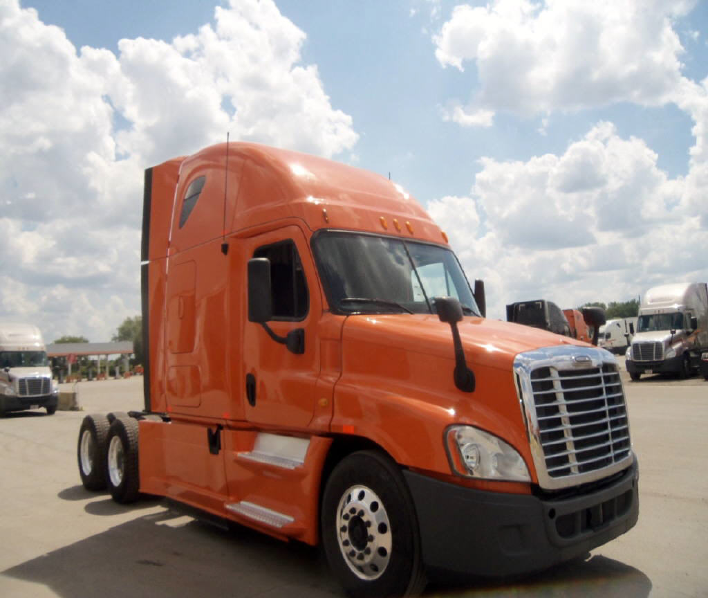 USED 2013 FREIGHTLINER CASCADIA DAYCAB TRUCK #92858