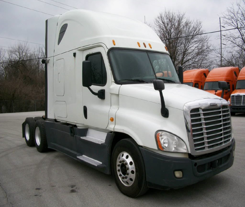 USED 2013 FREIGHTLINER CASCADIA SLEEPER TRUCK #116633