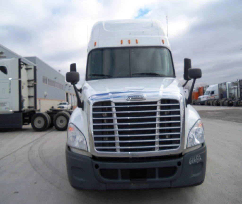 USED 2011 FREIGHTLINER CASCADIA SLEEPER TRUCK #15784