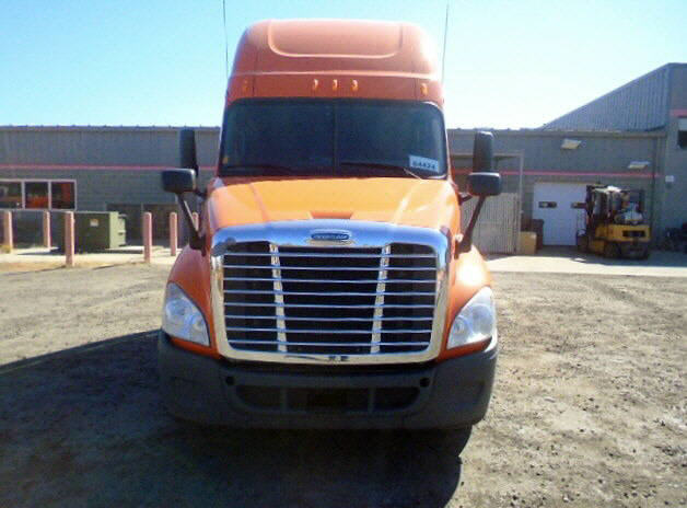 USED 2012 FREIGHTLINER CASCADIA SLEEPER TRUCK #46369