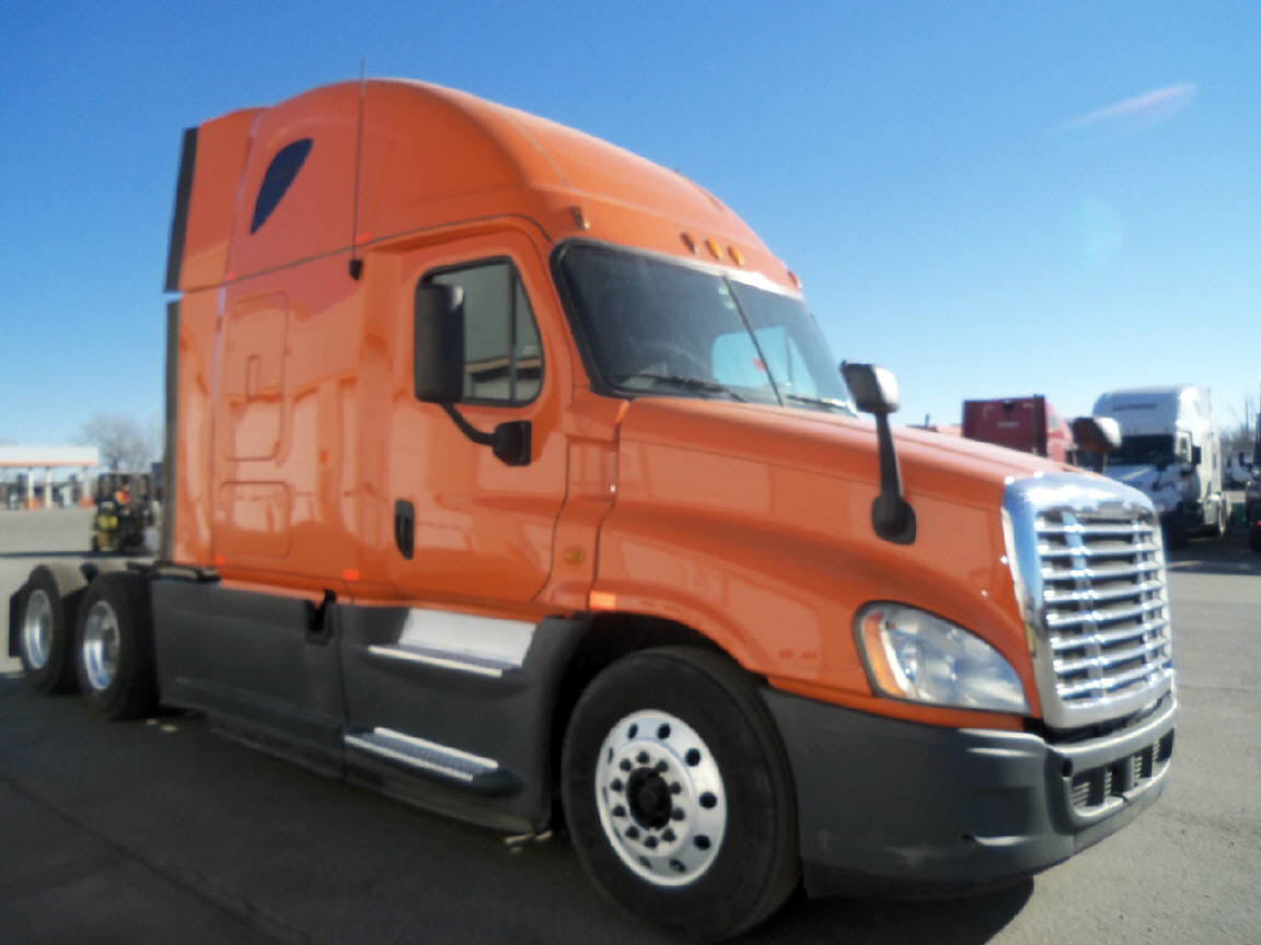 USED 2013 FREIGHTLINER CASCADIA SLEEPER TRUCK #105890
