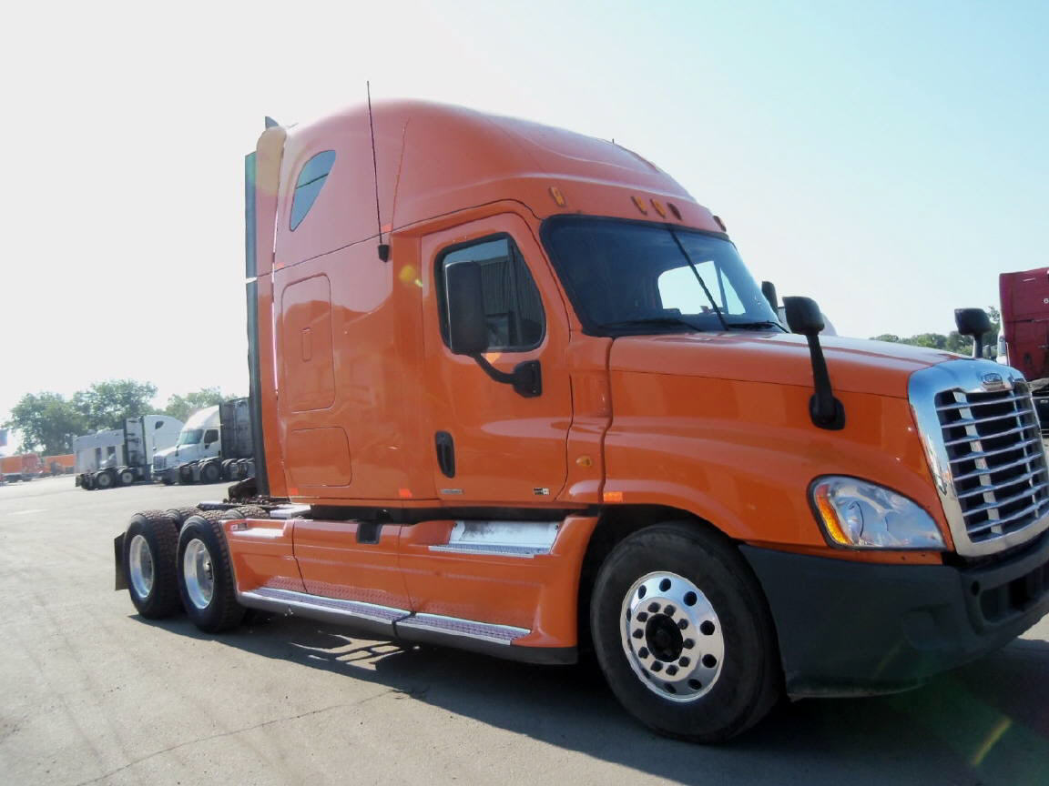 USED 2011 FREIGHTLINER CASCADIA SLEEPER TRUCK #92859
