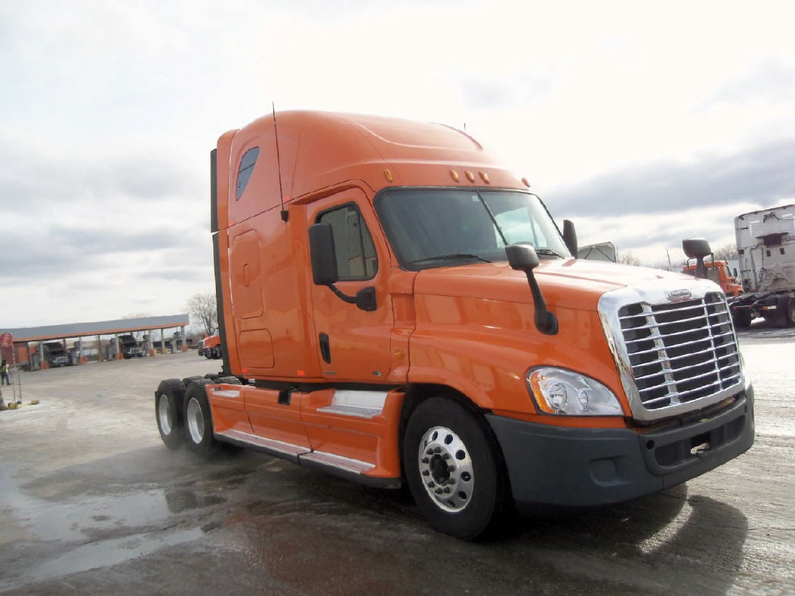 USED 2012 FREIGHTLINER CASCADIA SLEEPER TRUCK #75332