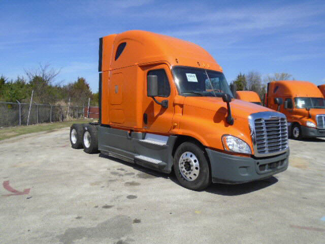 USED 2014 FREIGHTLINER CASCADIA SLEEPER TRUCK #116612