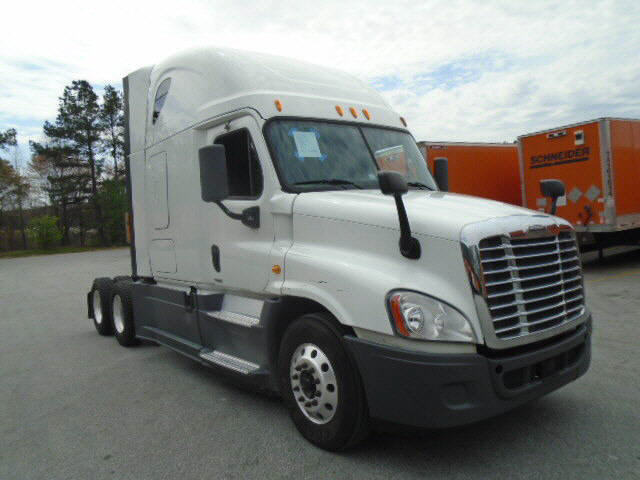 USED 2014 FREIGHTLINER CASCADIA SLEEPER TRUCK #118063