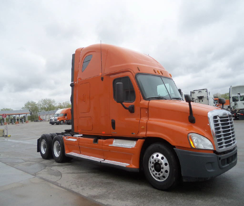 USED 2012 FREIGHTLINER CASCADIA DAYCAB TRUCK #82176