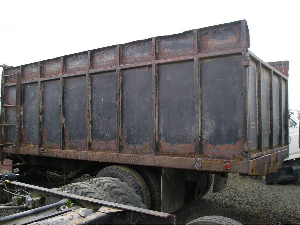 Freightliner 16ft Flatbed du