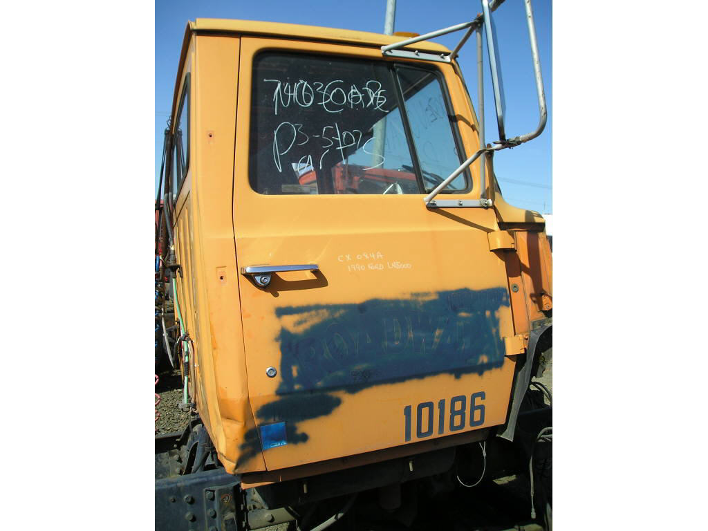 1990 Ford LN8000 RH DOOR