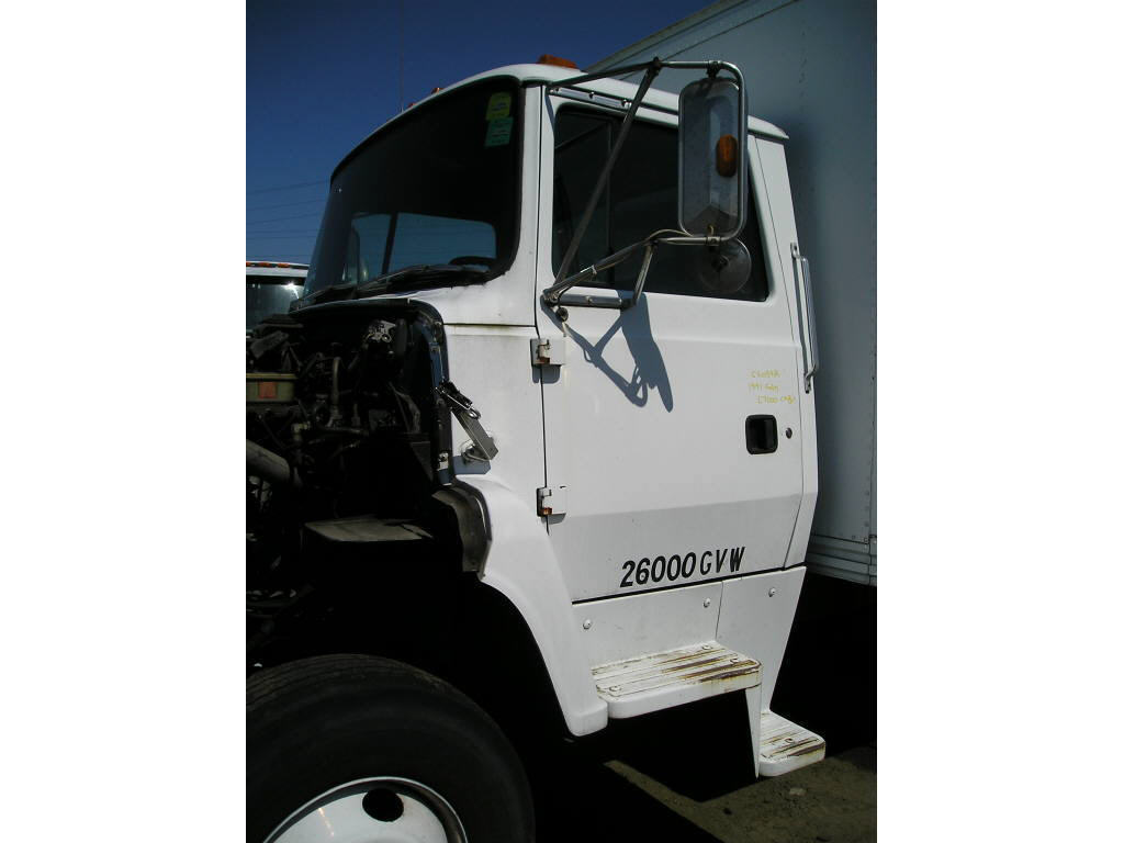 1991 Ford L7000 CAB ONLY