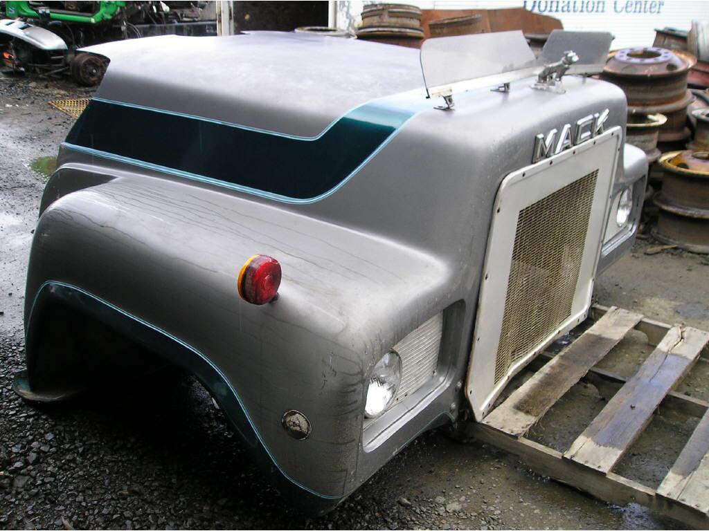 1975 Mack 600/700 HOOD ON