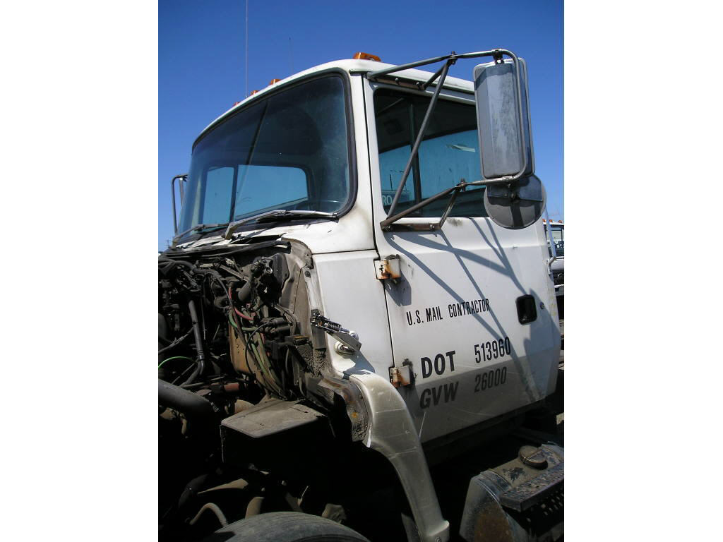 1992 Ford L8000 CAB ONLY