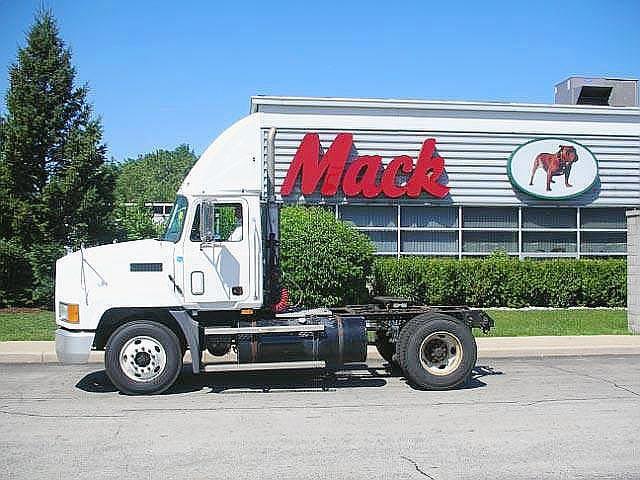 2002 Mack CH612