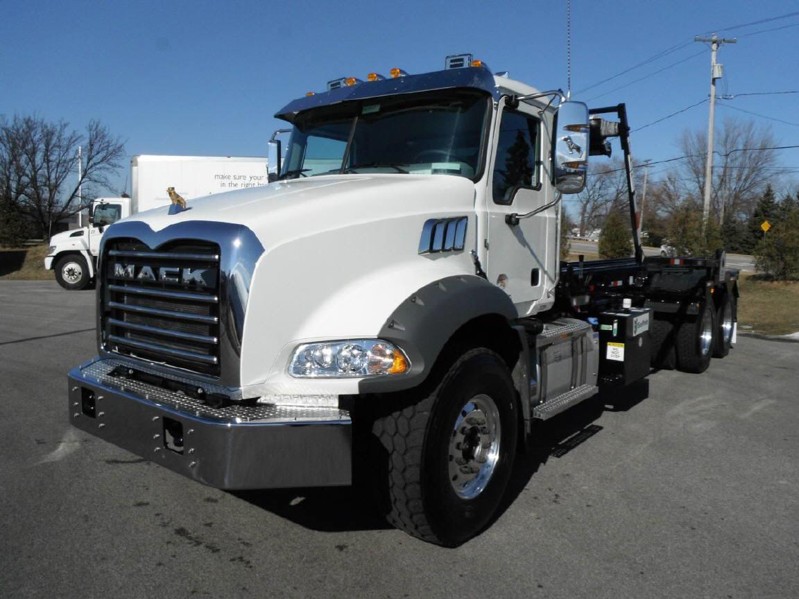 2019 Mack GR64B