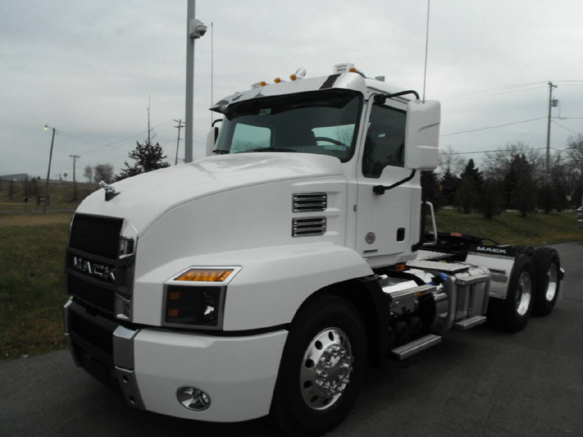 2019 Mack Anthem Day Cab