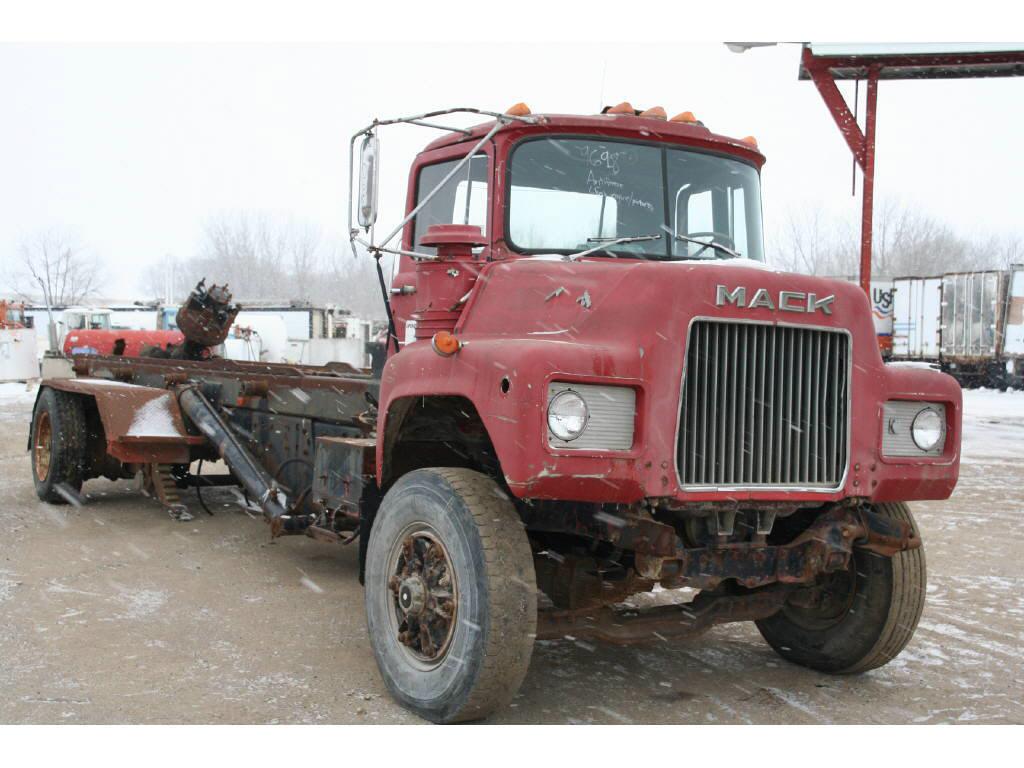 1985 Mack DM685S