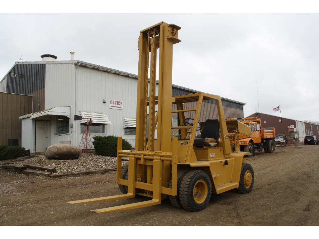 Caterpillar V140 Forklift