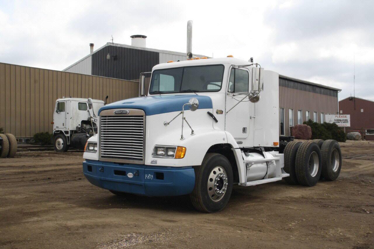 2000 Freightliner FLD112