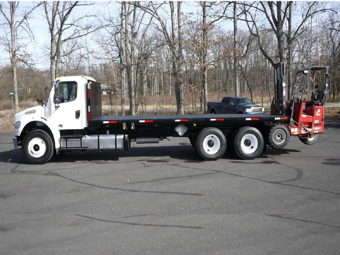 2011 Freightliner M2-106==