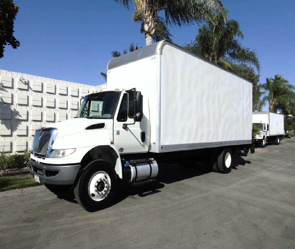 2015 International 4300 24' BOX VA