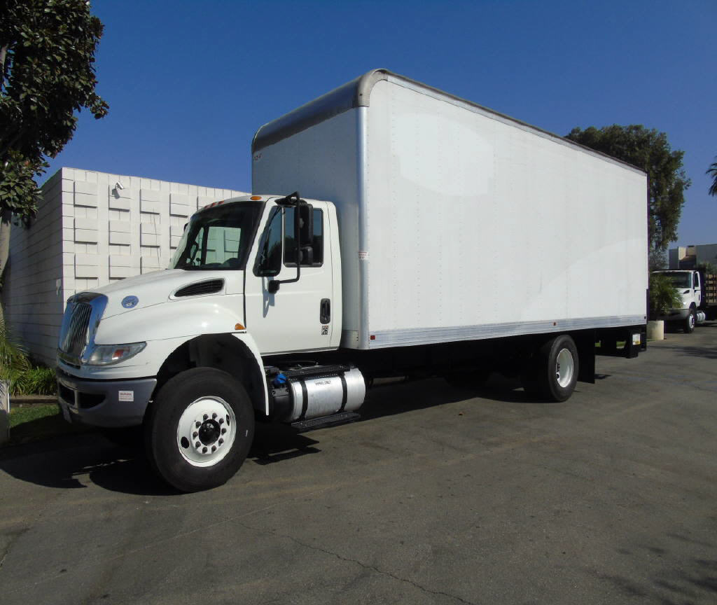 2016 International 4300 26' BOX VA
