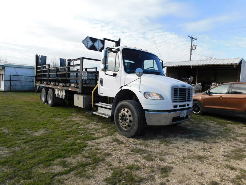 2012 Freightliner M2-106 22' TAND
