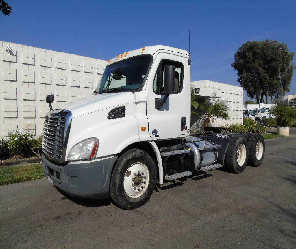 2012 Freightliner CASCADIA 3 AXLE