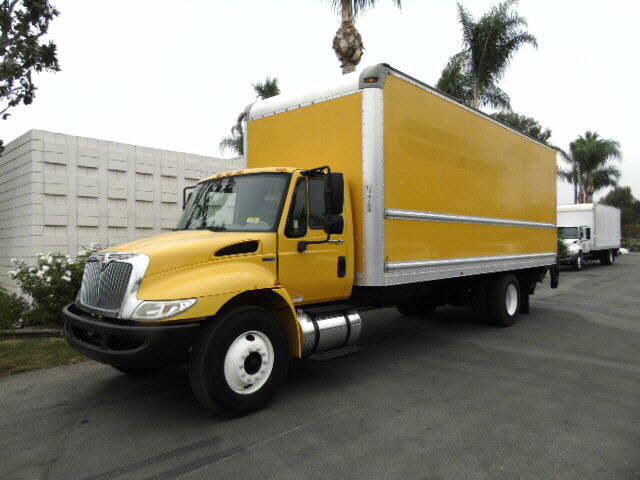 2012 International 4300 24' DRY VA