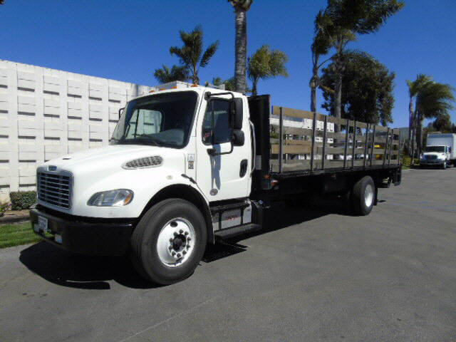2013 Freightliner M2  24' STAKEBE