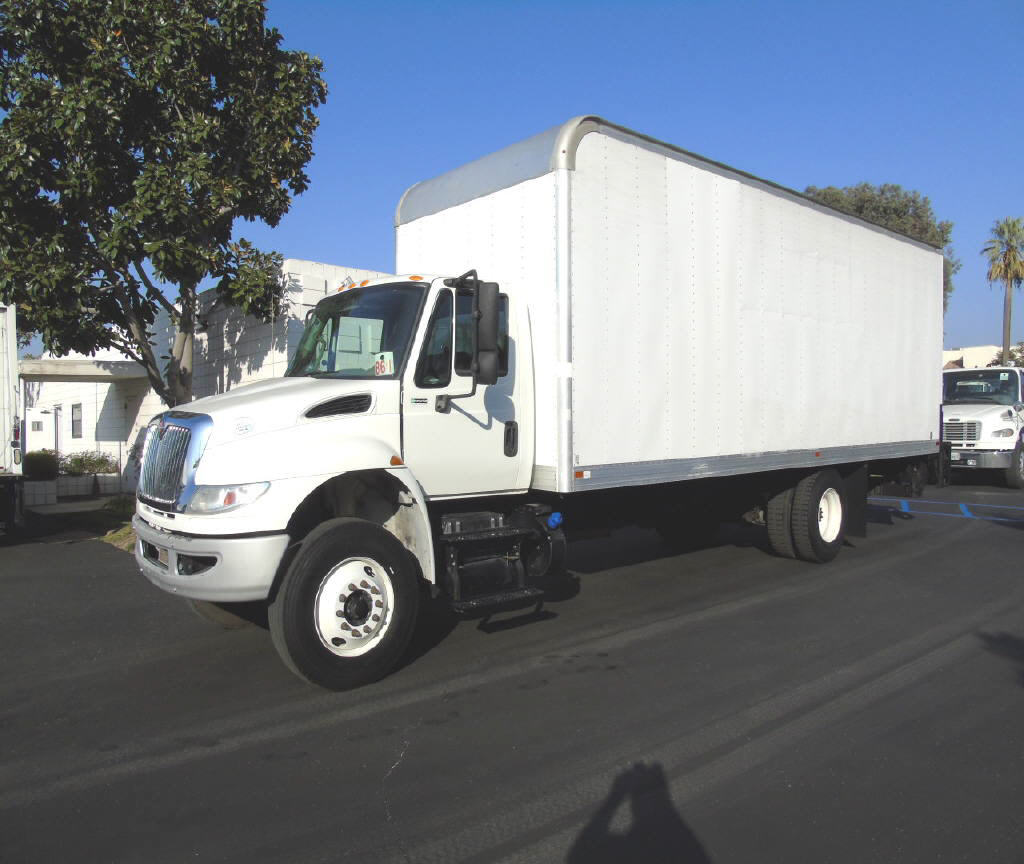 2015 International 4300 26' DRY VA