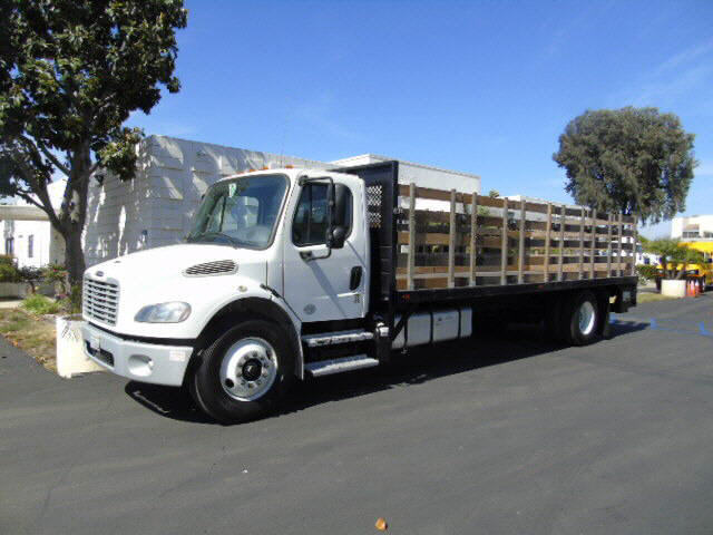 2016 Freightliner M2  24' STAKEBE