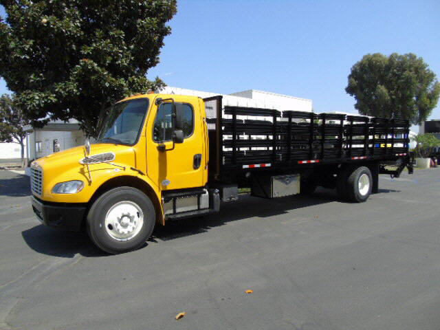 2016 Freightliner M2 26' STAKEBED