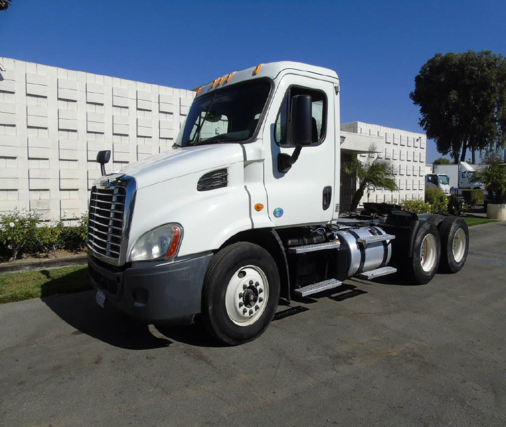 2013 Freightliner CASCADIA 3 AXLE