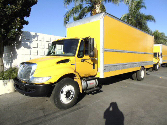 2013 International 4300  26' VAN