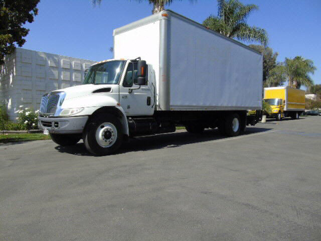 2007 International 4300  24' BOX