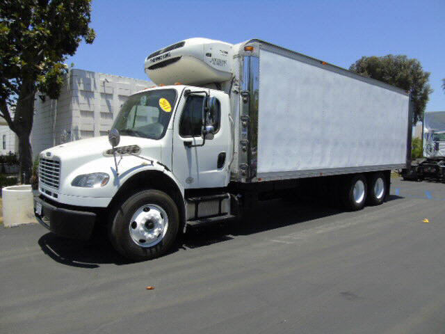 2013 Freightliner M2 T/A 24' REEF