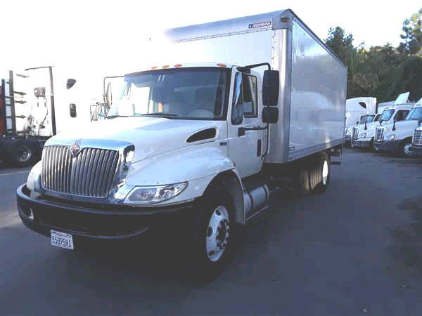 2013 International 4300 20' VAN
