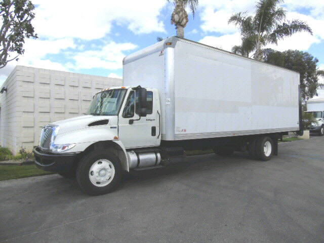 2011 International 4300 26' DRY HD