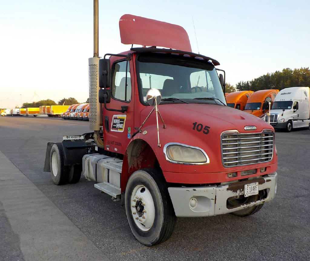 USED 2004 FREIGHTLINER M2-106 DAYCAB TRUCK #68826