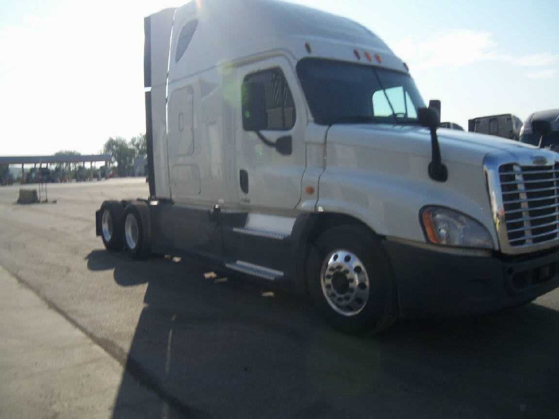 USED 2014 FREIGHTLINER CASCADIA SLEEPER TRUCK #80272
