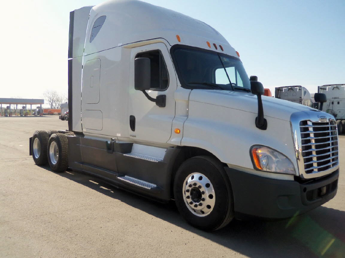 USED 2014 FREIGHTLINER CASCADIA SLEEPER TRUCK #76941
