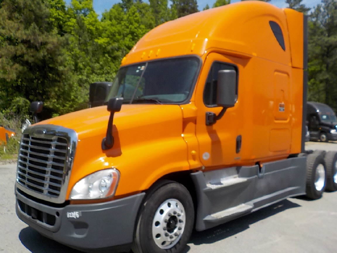 USED 2014 FREIGHTLINER CASCADIA SLEEPER TRUCK #77424