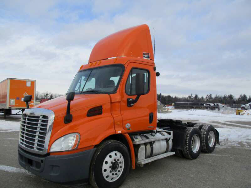 USED 2012 FREIGHTLINER CASCADIA DAYCAB TRUCK #70713