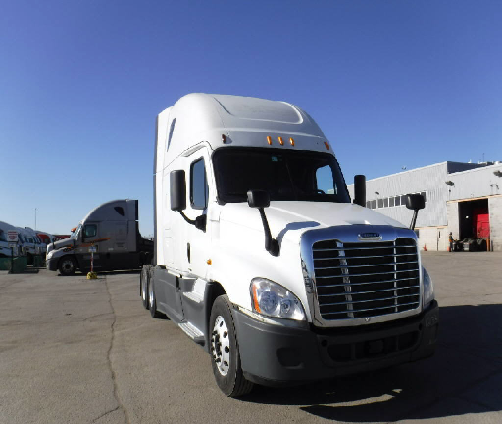 USED 2014 FREIGHTLINER CASCADIA SLEEPER TRUCK #70770