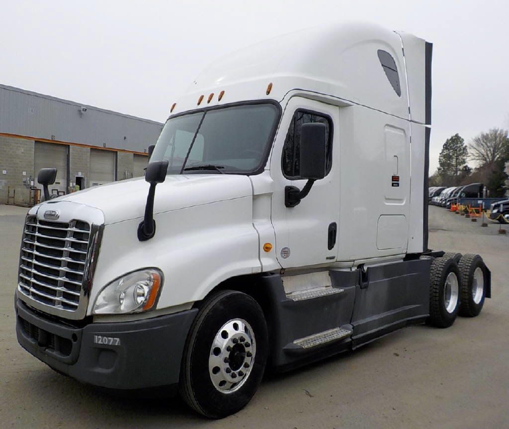 USED 2014 FREIGHTLINER CASCADIA SLEEPER TRUCK #72652