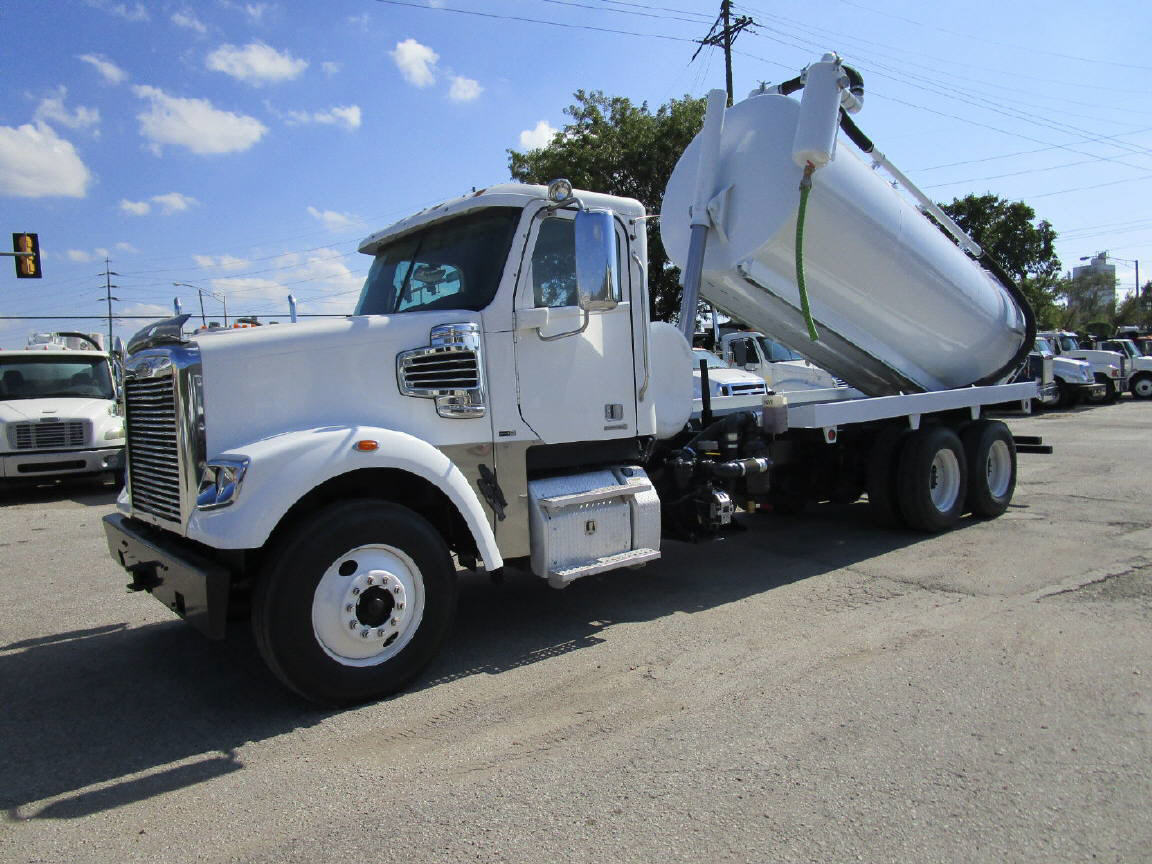 2012 Freightliner Coronado SD